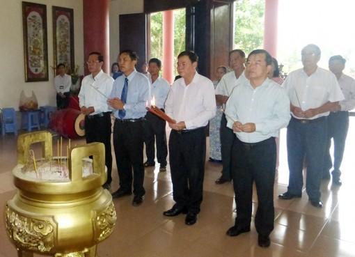 Kỷ niệm 26 năm Ngày mất Nữ tướng Nguyễn Thị Định