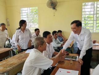 Phó bí thư Tỉnh ủy Trần Ngọc Tam dự họp Chi bộ ấp Cầu Vĩ