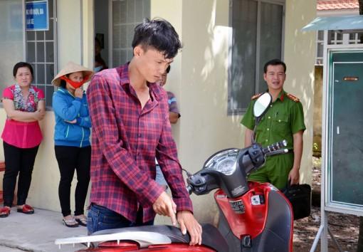Bắt đối tượng chuyên móc cốp xe mô tô trộm tài sản