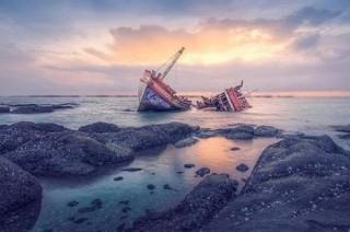 Cháy và chìm tàu chở 147 người ở miền Trung Indonesia