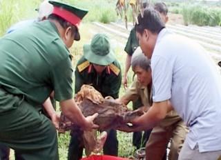 Cất bốc hài cốt liệt sĩ tại xã Thạnh Hải