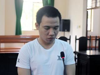 Trộm xe máy, bị phạt 30 tháng tù
