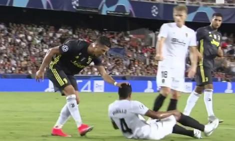 Juventus hạ Valencia dù Ronaldo nhận thẻ đỏ