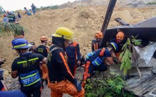 Lở đất kinh hoàng chôn vùi 50 người ở miền Trung Philippines