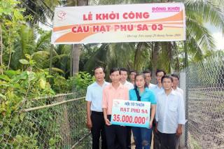 Báo Đồng Khởi - Hội từ thiện Hạt Phù Sa: Hỗ trợ tiền xây cầu, nhà tại Mỏ Cày Bắc và Bình Đại