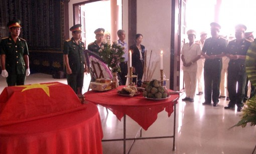 Lễ cải táng hài cốt liệt sĩ tại nghĩa trang huyện Thạnh Phú