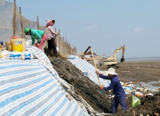 Mối đe dọa từ sạt lở bờ sông, bờ biển, bài cuối: Cần giải pháp tổng thể cho vùng đồng bằng