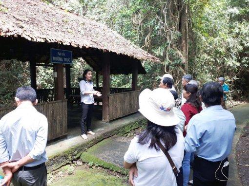 Hội Nhà báo tỉnh tổ chức chuyến đi thực tế ngoài tỉnh