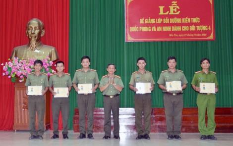 Bế giảng lớp bồi dưỡng kiến thức quốc phòng và an ninh đối tượng 4 năm 2018