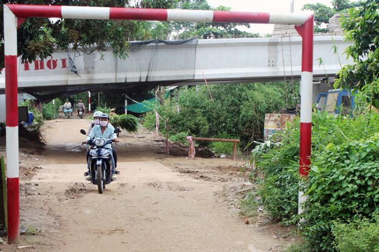 Người dân xã Đa Phước Hội mong sớm sửa chữa đoạn đường dân sinh tại ấp Hội An