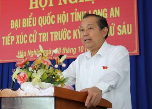 Phó thủ tướng Trương Hòa Bình tiếp xúc cử tri Long An