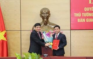 Trao quyết định của Bộ Chính trị, Thủ tướng Chính phủ về công tác cán bộ