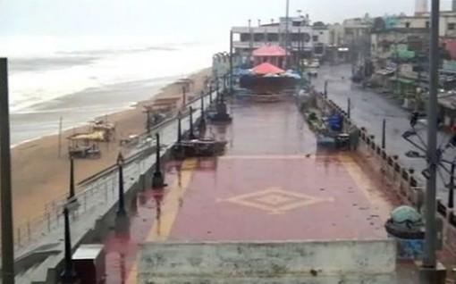 Hàng trăm nghìn người bị cắt điện khi bão đổ bộ vào miền Đông Ấn Độ
