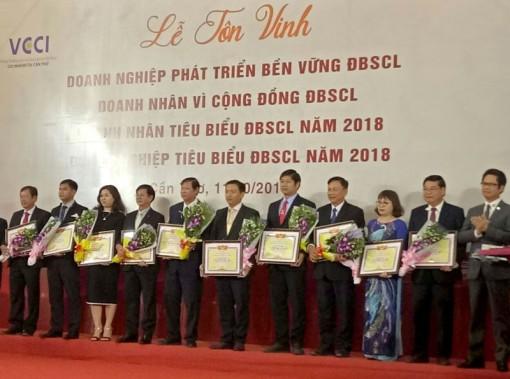 Tôn vinh doanh nghiệp, doanh nhân tỉnh đạt danh hiệu cấp khu vực