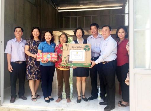 Công đoàn Viên chức Việt Nam trao nhà tình nghĩa tại tỉnh