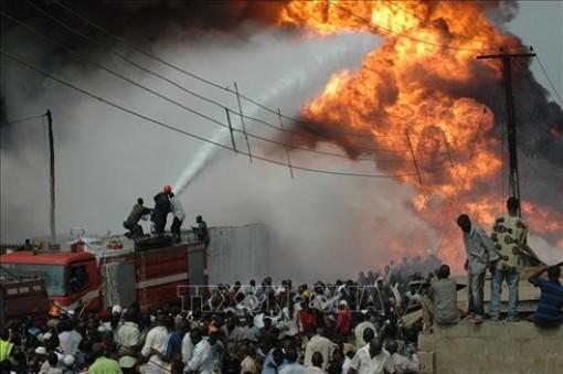Cháy đường ống dẫn dầu ở Nigeria, số người chết tăng lên 60 người