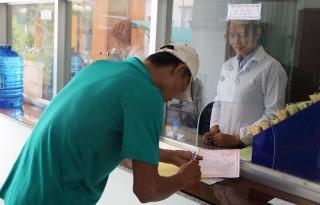 Bảo hiểm y tế giúp giảm chi phí điều trị nhiễm HIV