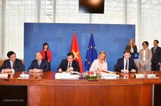 Thủ tướng chứng kiến ký thỏa thuận chống khai thác gỗ bất hợp pháp Việt Nam - EU