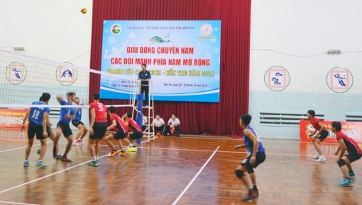 Khởi tranh Giải bóng chuyền nam các đội mạnh phía Nam mở rộng tranh cúp Sanateth - Bến Tre năm 2018
