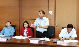 Đoàn đại biểu Quốc hội tỉnh thảo luận ở tổ về dự án Luật sửa đổi, bổ sung các luật có quy định liên quan đến quy hoạch