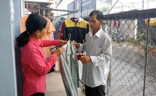 Cửa hàng quần áo từ thiện, nơi thể hiện bao nghĩa tình