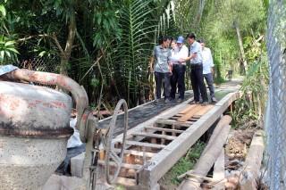 Khẩn trương thi công cầu Sùng Tân ở Mỏ Cày Bắc