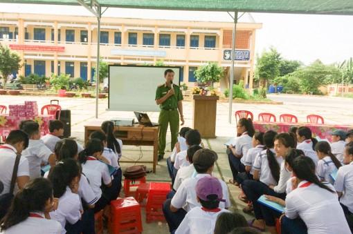 Phòng chống ma túy xâm nhập học đường