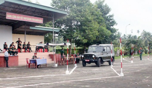 Lực lượng vũ trang tỉnh tăng cường đảm bảo an toàn giao thông