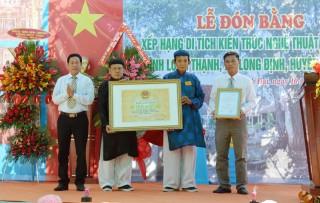 Đón nhận bằng xếp hạng di tích kiến trúc nghệ thuật cấp quốc gia đình Long Thạnh
