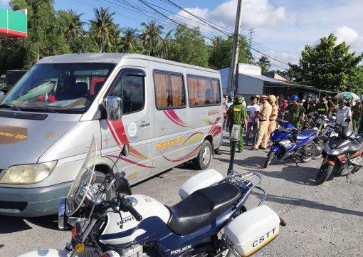 Bắt xe ô tô chở nhóm thanh niên mang hung khí, bắt giữ người trái pháp luật