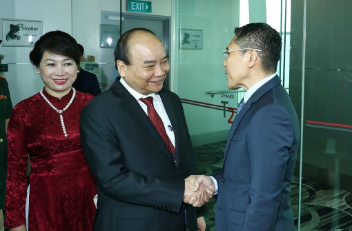 Thủ tướng đến Singapore, bắt đầu chuyến tham dự HNCC ASEAN 33