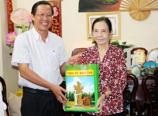 Lãnh đạo tỉnh thăm nhà giáo nguyên là lãnh đạo Sở Giáo dục và Đạo tạo