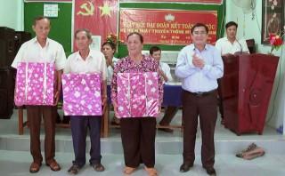 Lãnh đạo tỉnh dự Ngày hội Đại đoàn kết toàn dân tộc tại Giồng Trôm