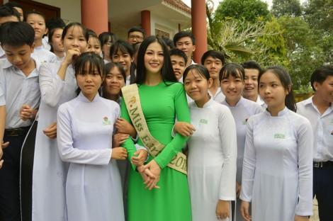 Hoa hậu Trái đất 2018 Nguyễn Phương Khánh về quê nhà Bến Tre
