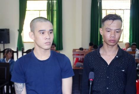 Côn đồ chém người, 2 bị cáo lãnh án 4 năm tù