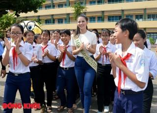 Hoa hậu Phương Khánh về thăm trường cũ và gặp gỡ giao lưu Hội phụ nữ Bến Tre