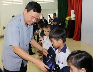 """Trao học bổng """"TTC - Nâng bước thành công"""" tại huyện Mỏ Cày Nam"""