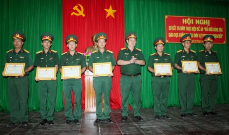 Đổi mới công tác giáo dục chính trị trong đơn vị lực lượng vũ trang