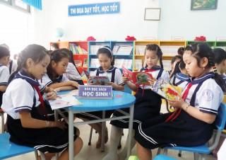 Thư viện Trường Tiểu học Thị trấn Giồng Trôm khơi gợi đam mê đọc sách của giáo viên và học sinh