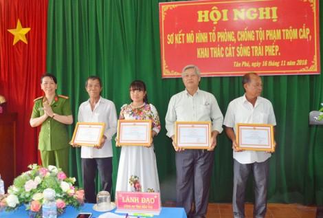 """""""Tổ phòng, chống tội phạm trộm cắp, khai thác cát sông trái phép"""" xã Tân Phú hoạt động hiệu quả"""