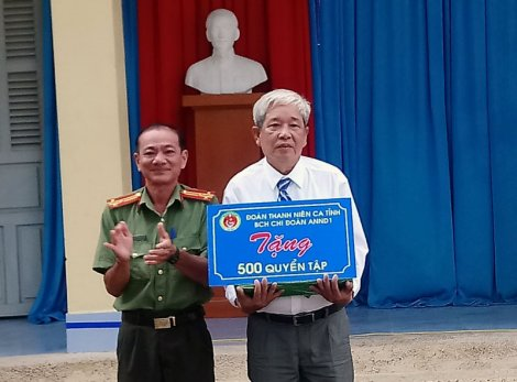 Thăm và tặng quà dịp lễ kỷ niệm Ngày Nhà giáo Việt Nam 20-11