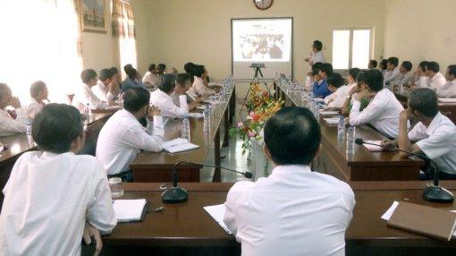 Tiến sĩ Trần Thanh Hải nói chuyện về kinh tế hợp tác ở Thạnh Phú