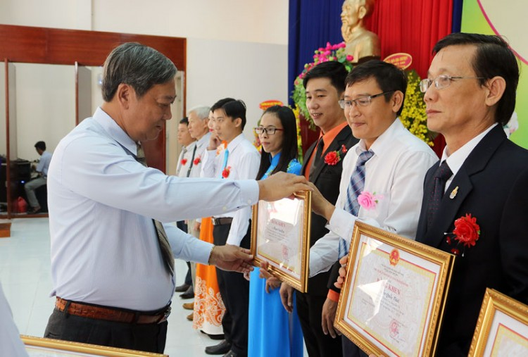 Họp mặt kỷ niệm 36 năm Ngày Nhà giáo Việt Nam