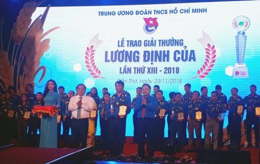 Anh Cao Thanh Hùng nhận Giải thưởng Lương Định Của năm 2018