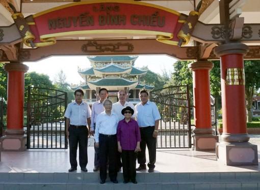 Đồng chí Trần Đức Lương và phu nhân về thăm Bến Tre