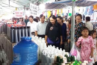 Mỏ Cày Bắc tổ chức phiên chợ đưa hàng Việt về nông thôn