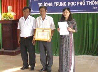 """Trường THPT Nguyễn Trãi đón nhận danh hiệu """"Đơn vị đạt chuẩn văn hóa"""""""