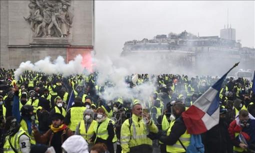 """Tổng thống Pháp họp khẩn cấp bàn cách đối thoại với phong trào """"áo vàng"""""""