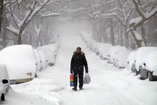 Hàng trăm chuyến bay phải hủy bỏ do bão tuyết ở miền Đông Nam nước Mỹ