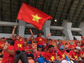 Cổ động viên ùn ùn sang Malaysia cổ vũ cho đội tuyển Việt Nam